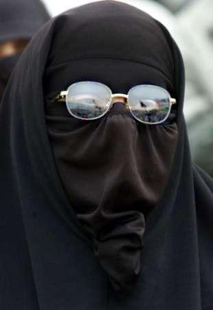 BURKA ...ça COINCE !!! dans PROBLEME SOCIETE tchador_lunettes_soleil
