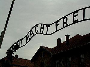 300px-Auschwitz_gate_june2005