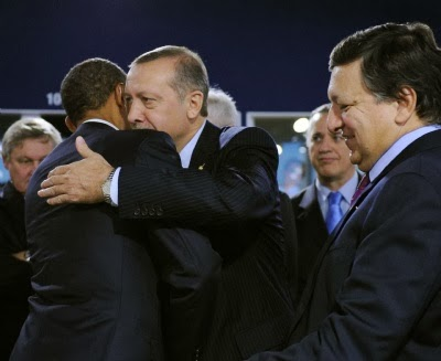 Obama hugs Erdogan