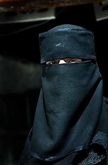220px-Muslim_woman_in_Yemen