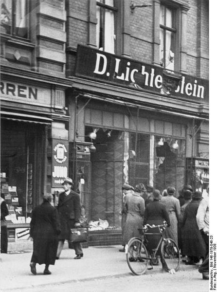 446px-Bundesarchiv_Bild_146-1979-046-23,_Magdeburg,_zerstörtes_jüdisches_Geschäft