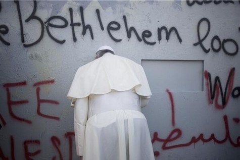 Pope-Prays-at-Suicide-Bomber-Defense-Wall-2