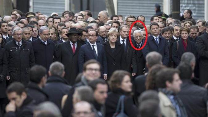 Abbas-smiles-at-paris-march