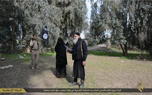 Kvinde som ISIS stener