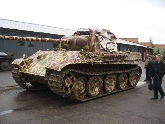 1024px-PanzerV_Ausf_G_6kub