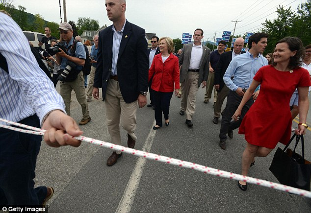 2A3BED3100000578-3149641-The_Secretary_of_State_s_campaign_staff_kept_reporters_cameramen-a-2_1436073364010