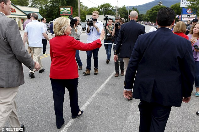 Hillary gemmer sig bag et reb