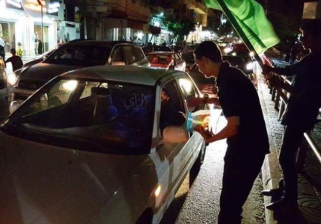 arabere deler slik ud efter terrorangreb på jøder