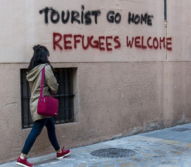 Grafitis en contra de los turistas